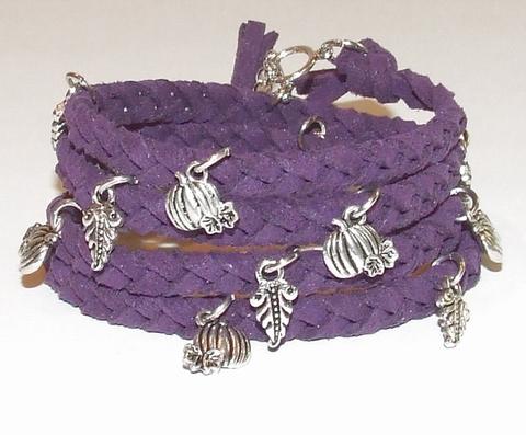 Wikkel armband met bedels paars