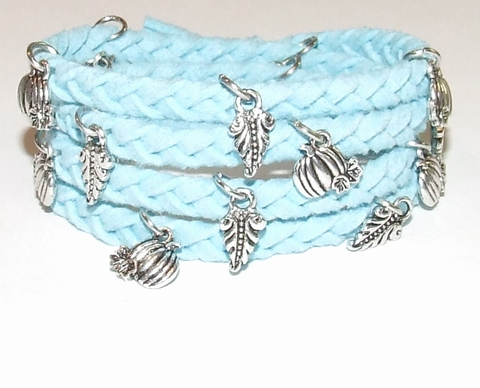 Wikkel armband met bedels blauw