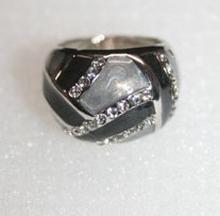 Trendy ring met echte strass steentjes zwart/grijs