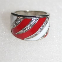 Trendy ring met echte strass steentjes rood