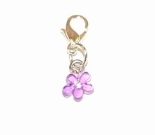 Flying charm kunststof bloemetje paars