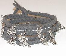 Wikkel armband met bedels grijs