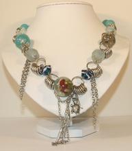 Lange trendy ketting met glaskralen blauw