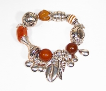 Armband bruin bedel 78781 | Trendy bruine armband met bedels