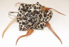 Oorbel bloem 139 | Bloemoorbel roos met veren luipaard GTST