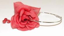 Oorbel roos 77140 | Bloemoorbel roos met bedels GTST rood