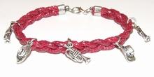 Armband rood 15511   Bordeaux rode veterarmband met bedels