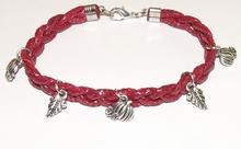 Armband rood 15512   Bordeaux rode veterarmband met bedels