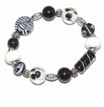 Armband zwart/wit 645 | Zwart met witte armband glaskralen