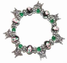 Armband zwart/groen 508 | Armband met vlinder bedels
